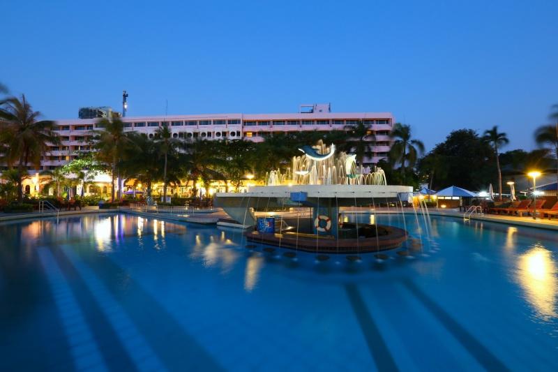 Asia Pattaya Hotel : Swimming Pool